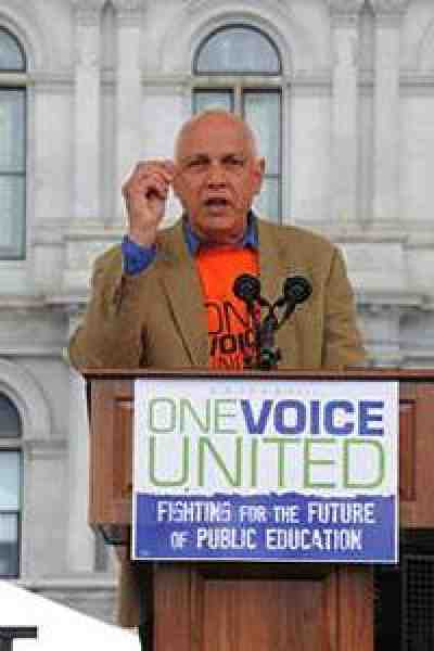 Dick Iannuzzi, president of the AFT-affiliated New York State United Teachers and an AFT vice president, at the NYSUT One Voice Rally