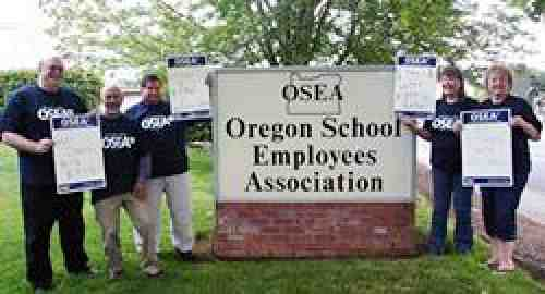 Educational support staff in Oregon support KPTU