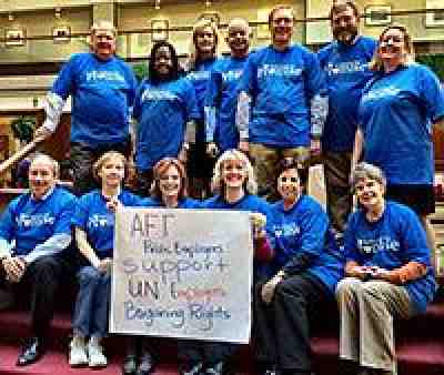 Public employees support UN workers
