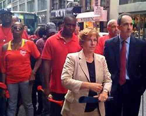 AFT president Randi Weingarten joined other supporters of striking Verizon workers at one of the company