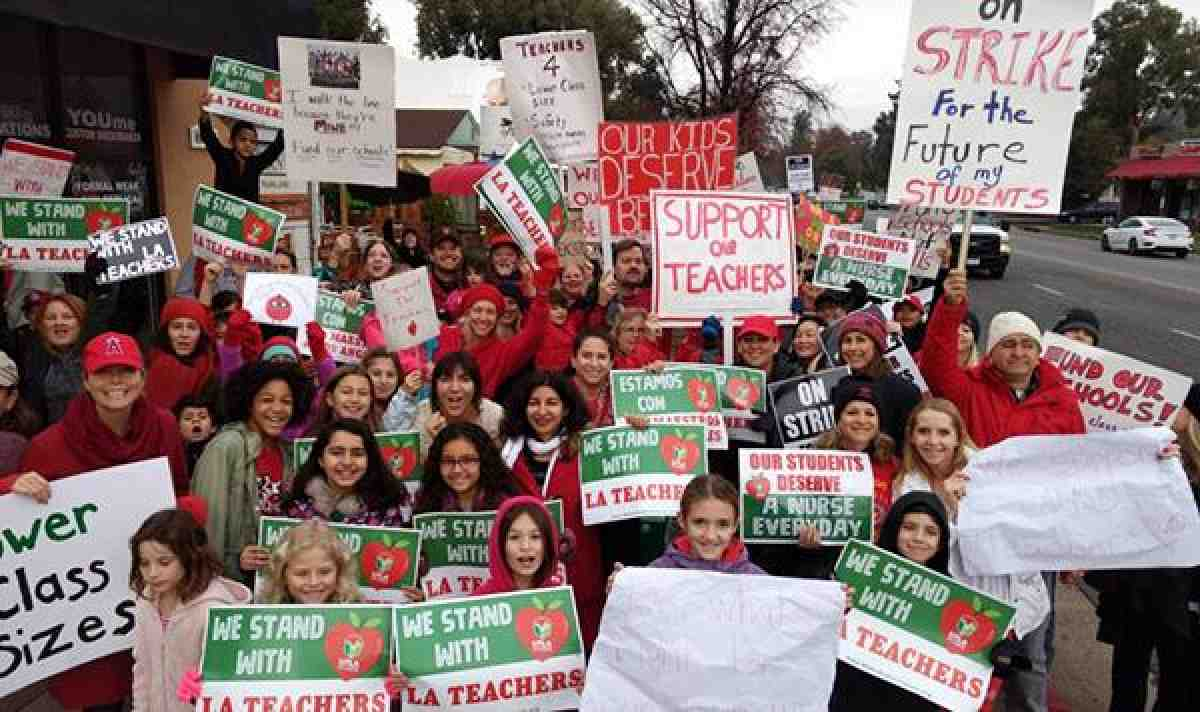 UTLA parents and kids march for teachers