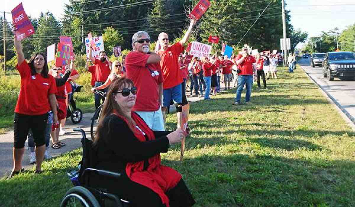 Munson nurses rally for contract
