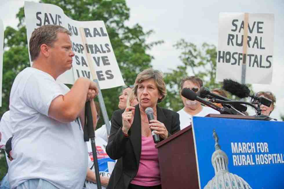 Randi Weingarten speaks at rally