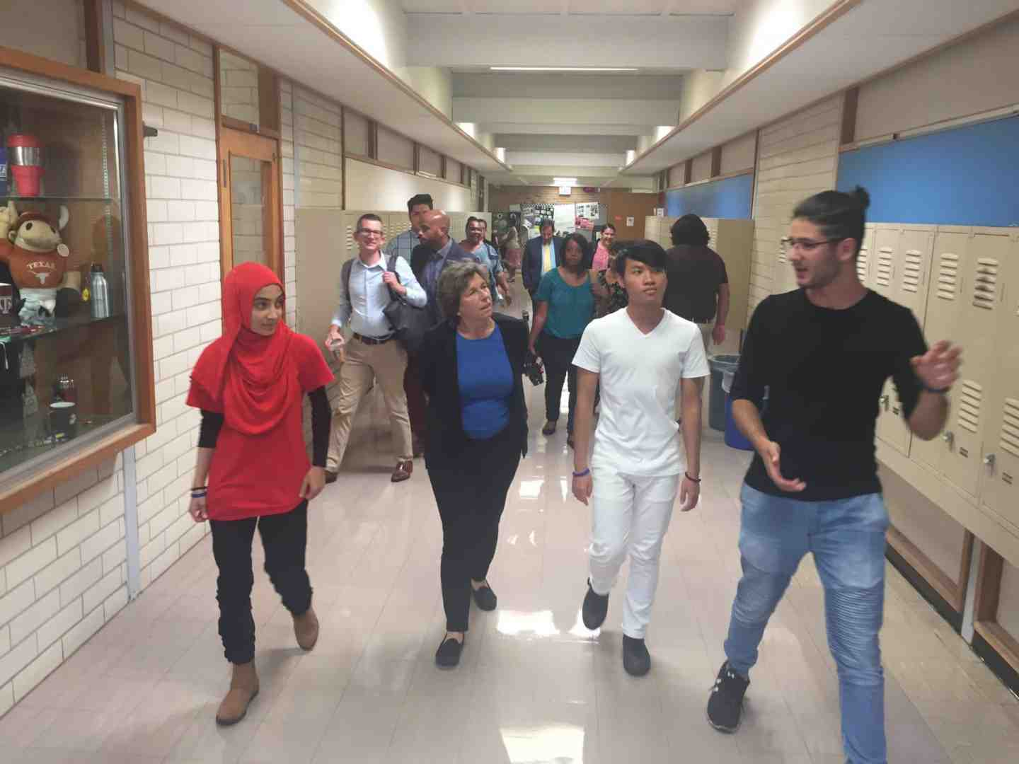 Weingarten with immigrants students in Austin