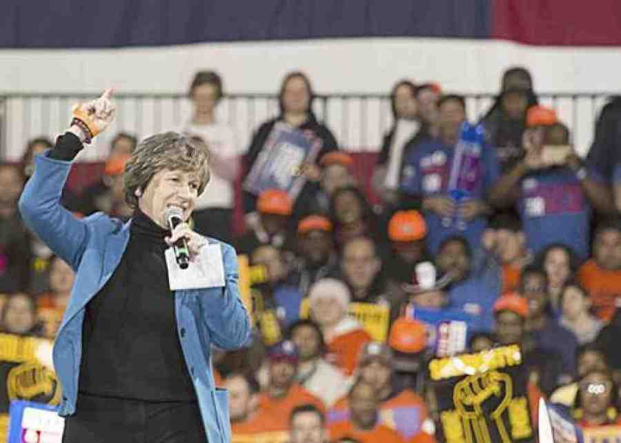 Weingarten at a rally in New York