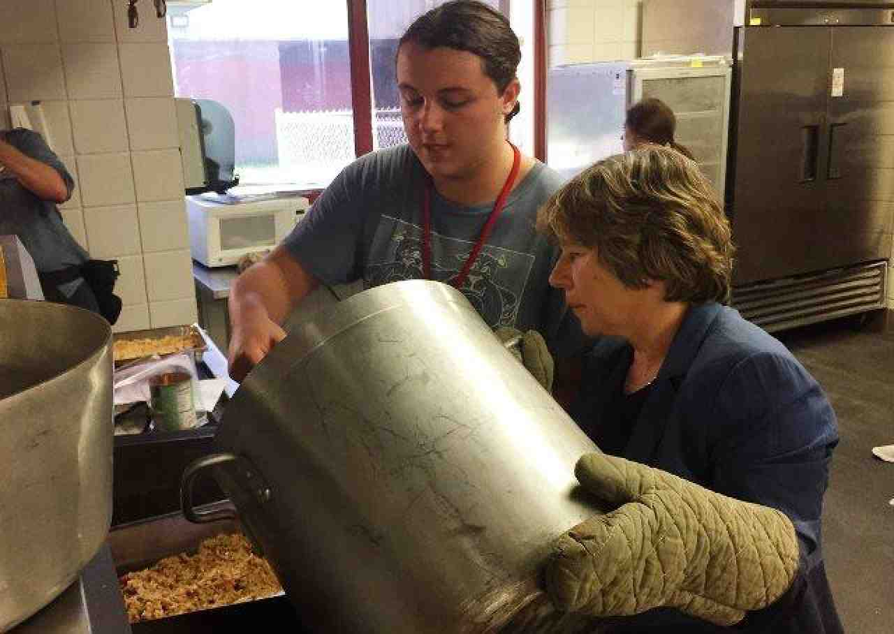 Weingarten at food prep program in St. Tammany