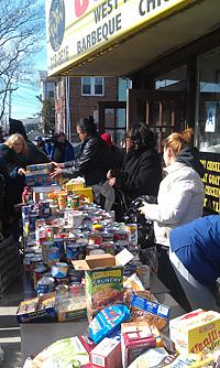 UFT members at Rockaways food drive.
