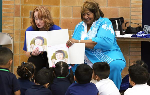Lorretta reads to children