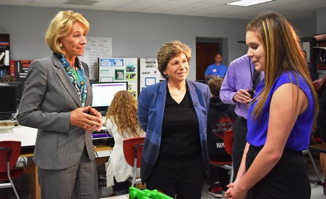 Weingarten and DeVos visit a classroom