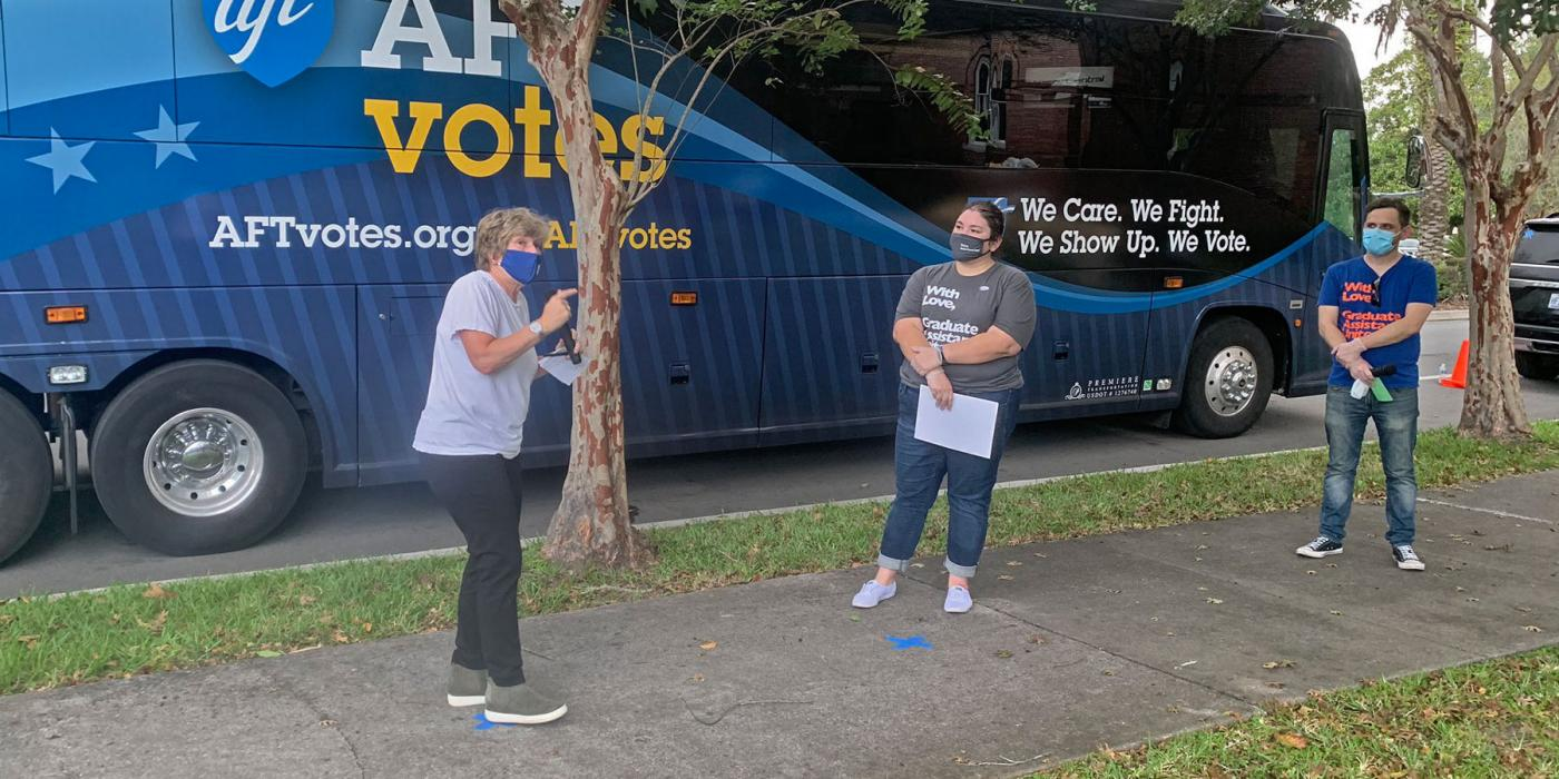 Randi & AFT Votes bus in Florida